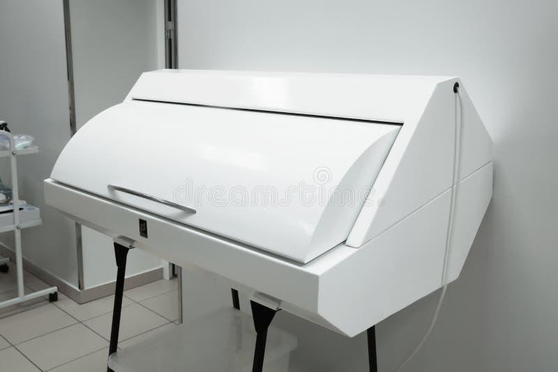 Esterilizador ultravioleta cerrado para los instrumentos médicos fotografía de archivo