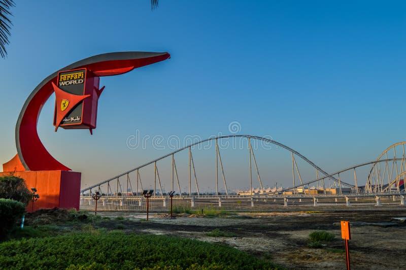 Esterni del mondo di Ferrari, un parco di divertimenti in Abu Dhabi sull'isola di Yas immagine stock