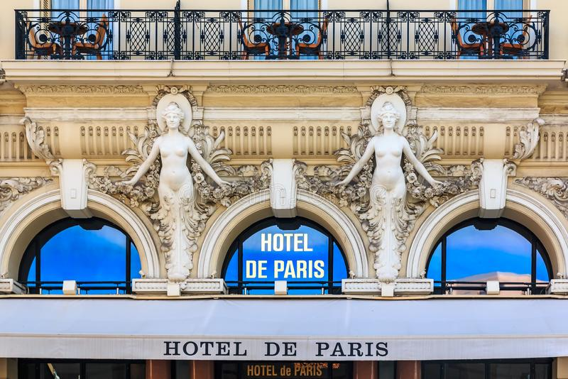 Esterno decorato dell'hotel famoso de Parigi in Monte Carlo Monaco, elencato regolarmente sulla lista dell'oro del viaggiatore di fotografie stock