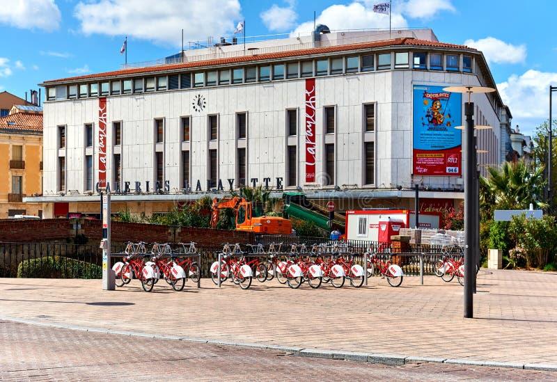 Esterno del centro commerciale a Perpignano del centro france immagine stock