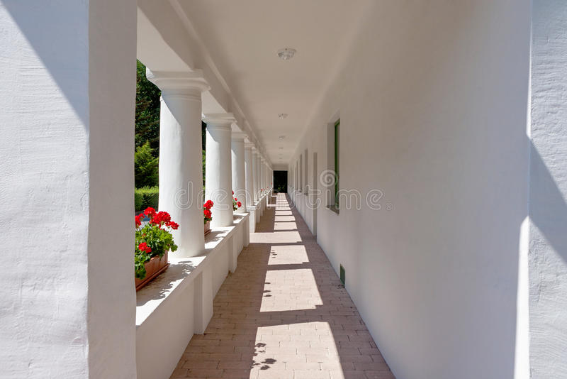 Esterno del corridoio di vecchia casa fotografia stock
