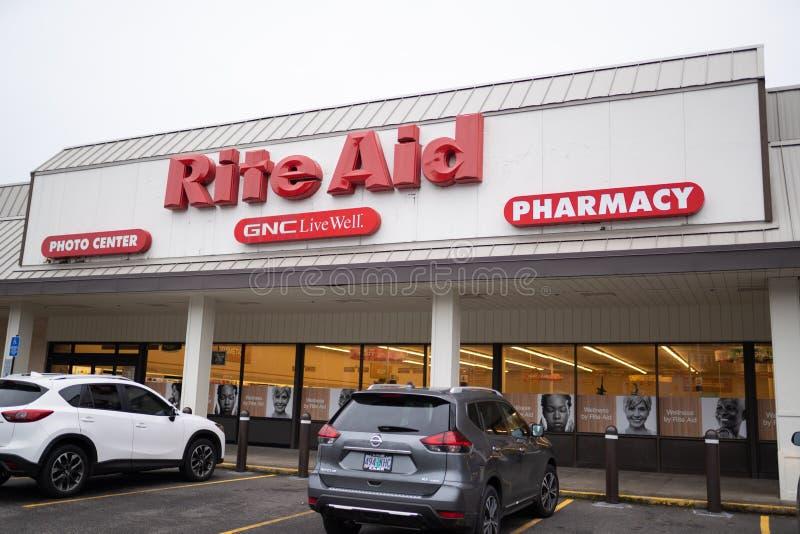 Esterno del deposito della farmacia dell'aiuto di rito immagini stock libere da diritti