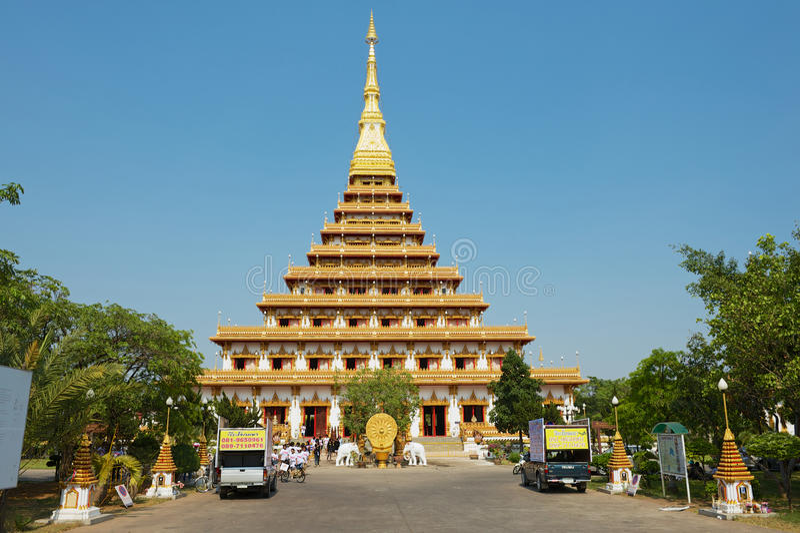 Esterno del tempio di Phra Mahatat Kaen Nakhon in Khon Kaen, Tailandia immagini stock