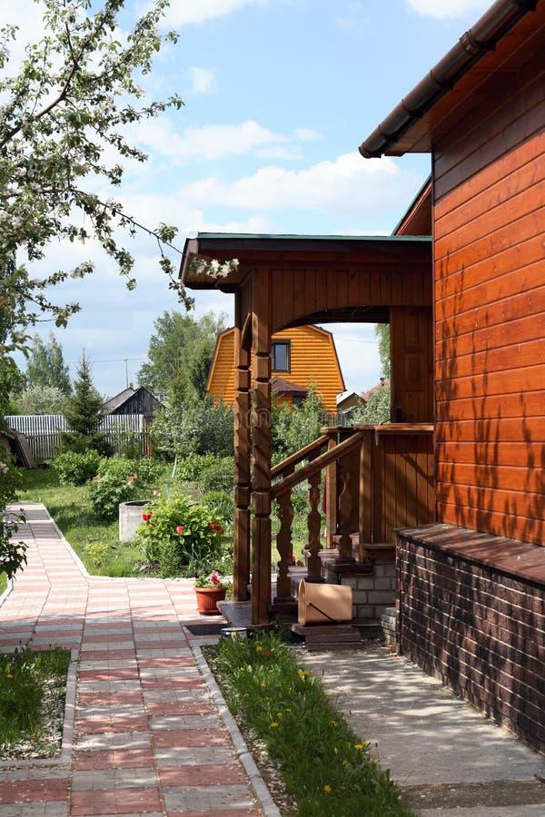 Esterno della casa di campagna fotografia stock immagine for Piani di costruzione della casa libera