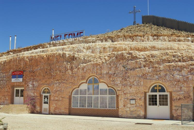 Esterno della chiesa ortodossa serba sotterranea in Coober Pedy, Australia immagine stock libera da diritti