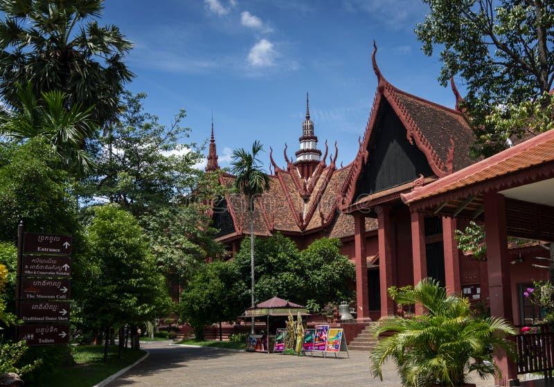 Esterno della costruzione del punto di riferimento del museo nazionale nella citt? Cambogia di Phnom Penh immagini stock libere da diritti