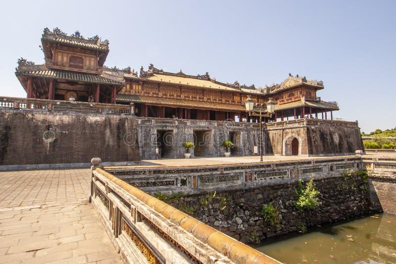 Esterno di Ngo Mon Gate, parte della cittadella nella precedente capitale vietnamita Hué, Vietnam centrale, Vietnam immagine stock libera da diritti
