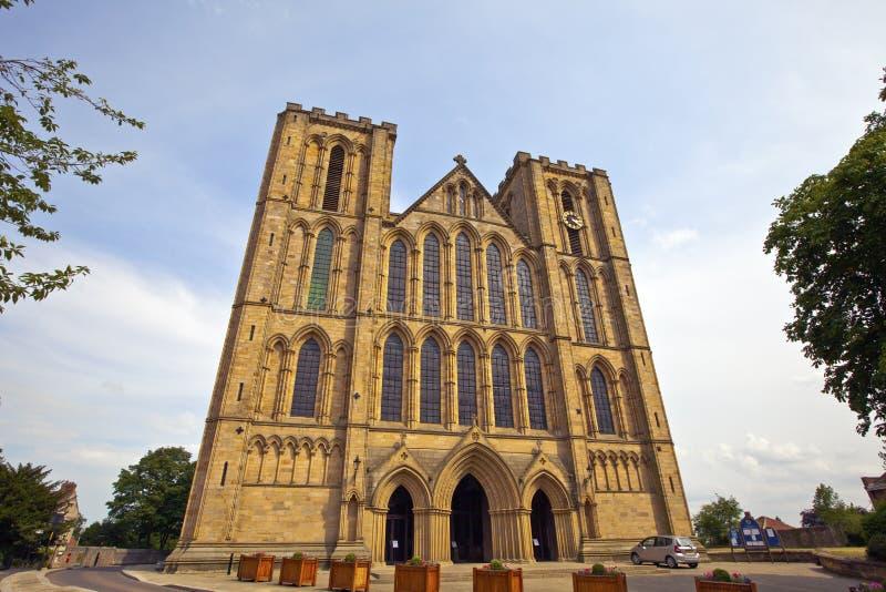 Esterno di una cattedrale storica in North Yorkshire, Inghilterra di Ripon. immagine stock