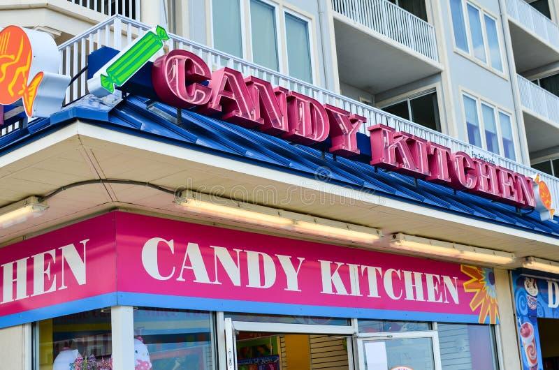 Esterno di una stanza frontale di negozio della cucina di Candy lungo il sentiero costiero nella città turistica della città dell fotografie stock libere da diritti