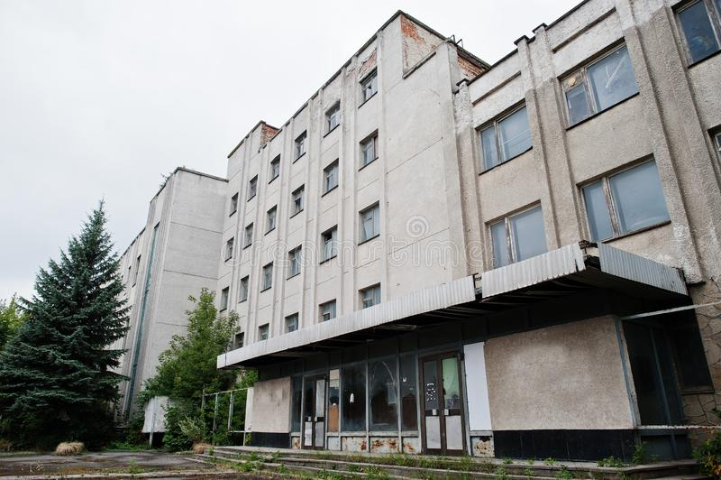 Esterno industriale di vecchia fabbrica abbandonata fotografie stock libere da diritti