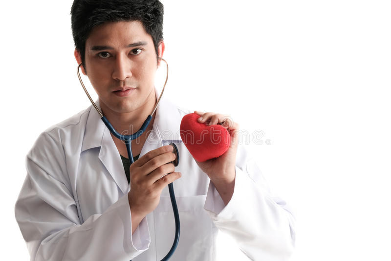 Estetoscópio do uso do doutor de Solated a verificar acima do coração foto de stock royalty free