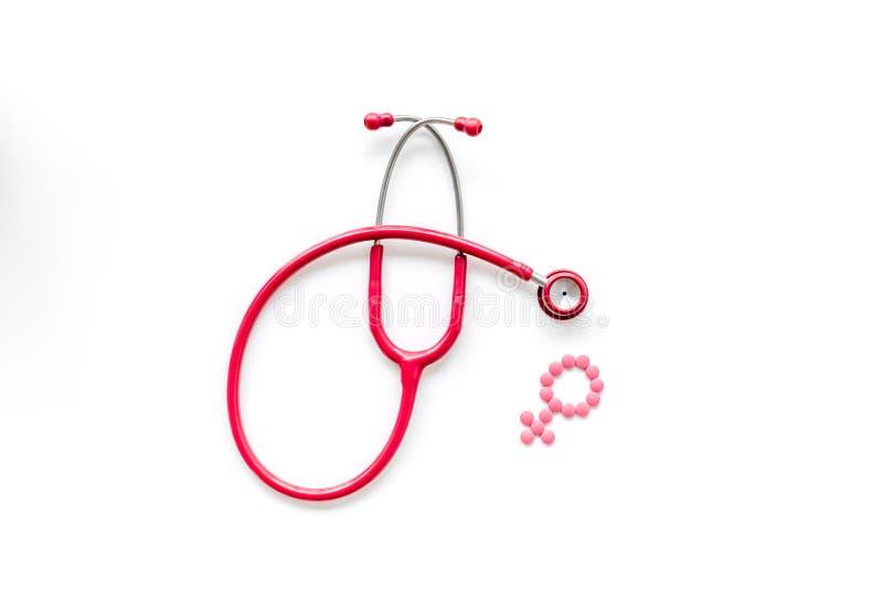 Estetoscópio e símbolo fêmea para o diagnóstico e a cura da doença gynaecological na opinião superior do fundo branco imagem de stock