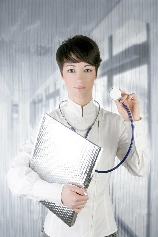 Estetoscópio futuro moderno da mulher do doutor na prata fotografia de stock