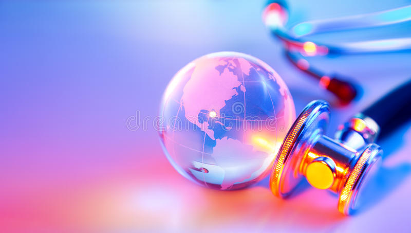 Estetoscópio no globo de vidro - EUA foto de stock