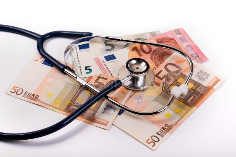 Estetoscopio en el dinero euro - la atención sanitaria costó concepto imagen de archivo libre de regalías