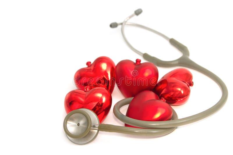 Estetoscopio y corazón médicos imágenes de archivo libres de regalías