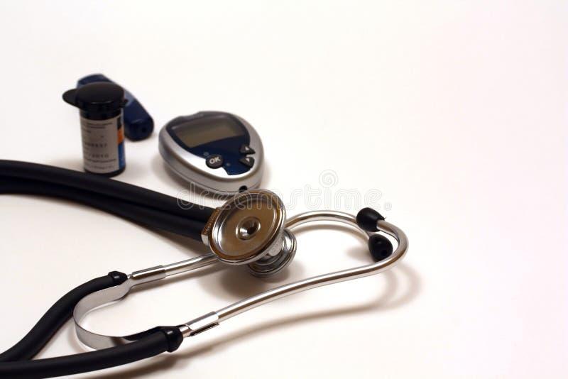 Estetoscopio y equipo de prueba diabético imágenes de archivo libres de regalías