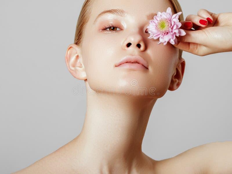 Estetyczna kosmetologia poj?cia zielony wiosna kobiety kolor ? zdjęcia stock