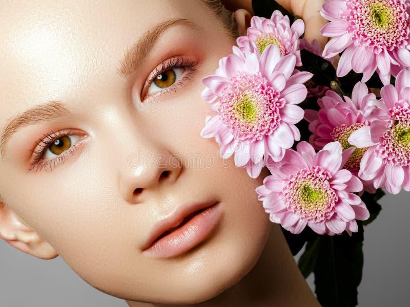 Estetyczna kosmetologia poj?cia zielony wiosna kobiety kolor ? fotografia royalty free