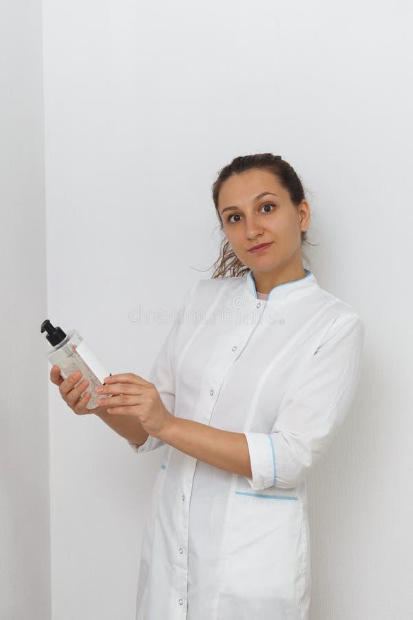 Esthéticien de docteur de femme Le concept de la médecine esthétique images stock
