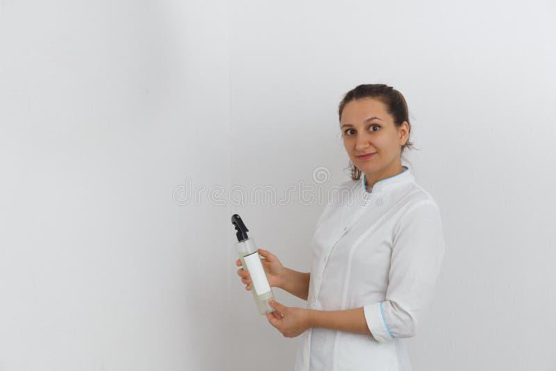 Esthéticien de docteur de femme Le concept de la médecine esthétique image libre de droits