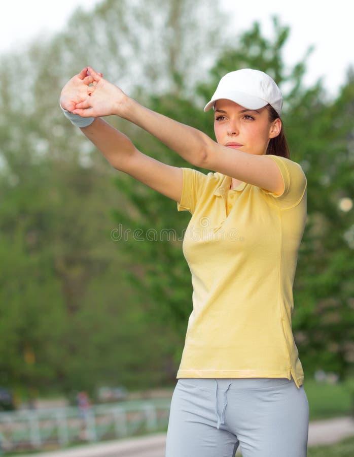 Esticando esportes mulher ou jogador de tênis fotografia de stock