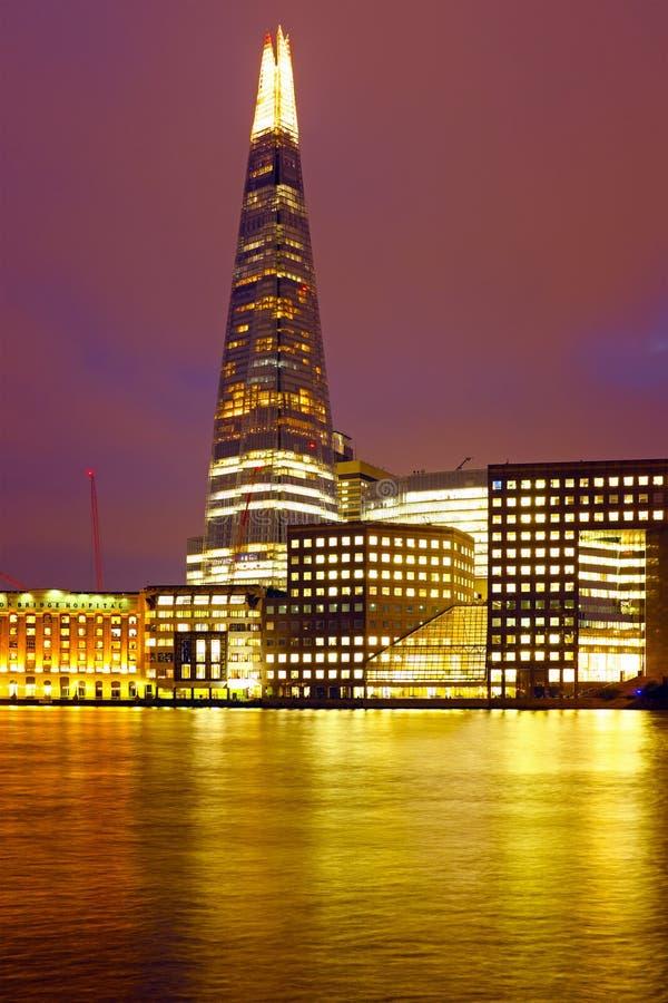 Estilhaço de Londres no Reino Unido na noite fotografia de stock royalty free