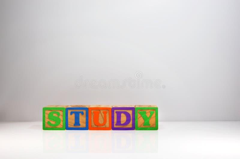 Estilizado tiró de y x22; Study& x22; explicado con los bloques de ABC foto de archivo