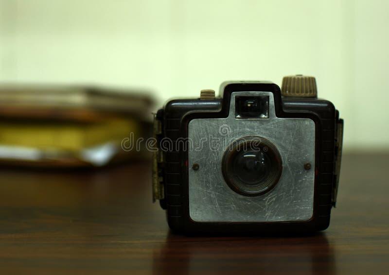 Estilo antigo do vintage da brownie da câmera imagens de stock