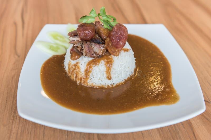 Estilo chino asado curruscante y arroz del cerdo del vientre fotografía de archivo