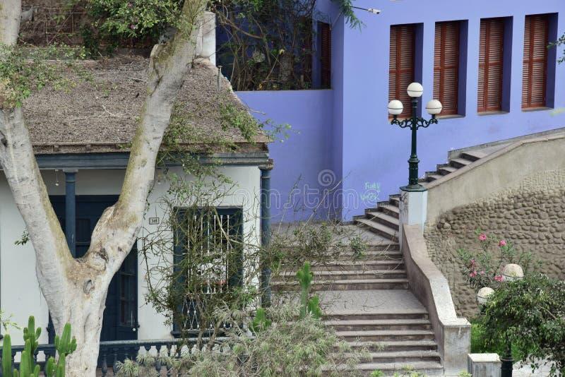 Estilo colonial colorido típico en Lima fotos de archivo