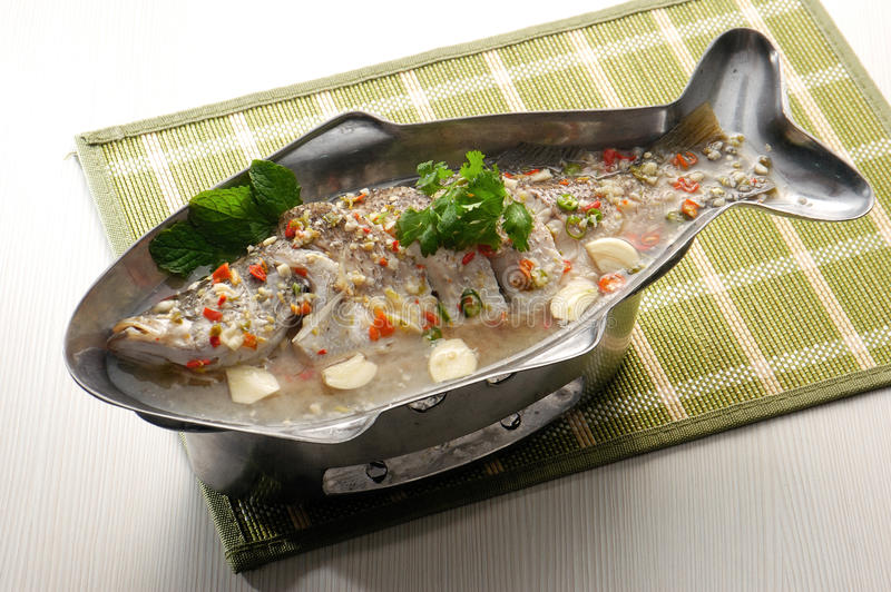 Estilo cozinhado de Ásia dos peixes fotografia de stock