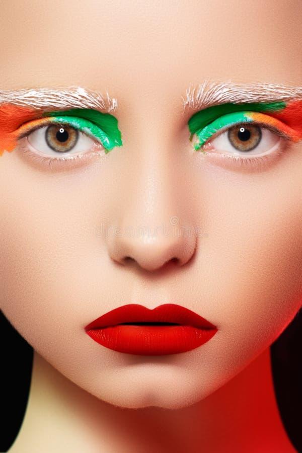 Estilo da boneca, modelo com composição creativa brilhante fotografia de stock