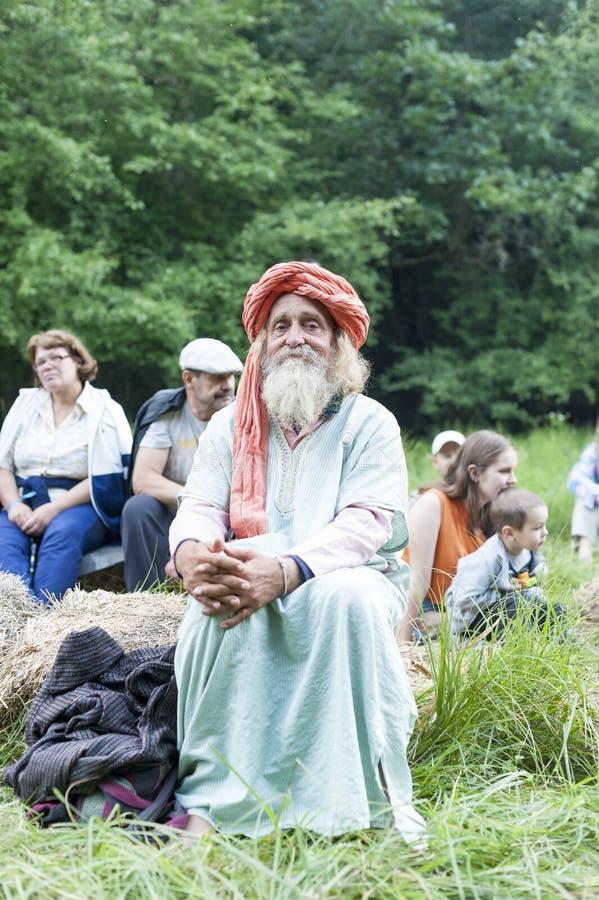 Estilo da ioga do homem superior foto de stock royalty free