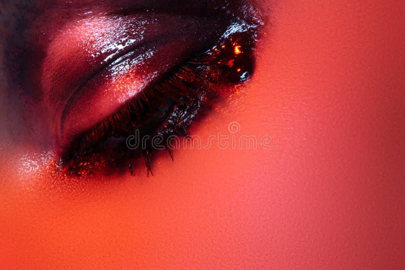 Estilo da rocha. Composição escura do olho do lustro da forma macro foto de stock royalty free