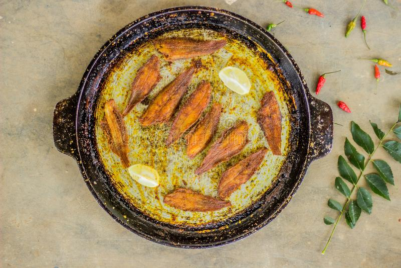 Estilo de kerala do peixe frito - fotografia do alimento imagens de stock