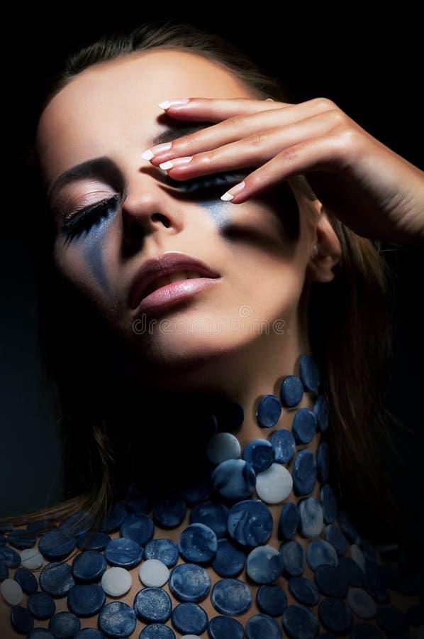Estilo de la belleza. Muchacha con estilo - maquillaje de lujo foto de archivo
