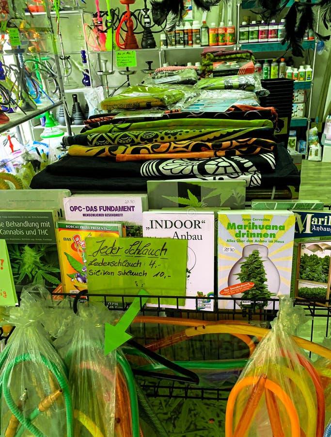Estilo de la marijuana de la tienda imagenes de archivo