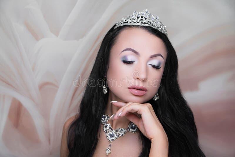 Estilo de la novia de la cara de la belleza de la mujer fotografía de archivo libre de regalías