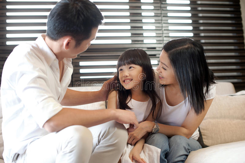 Estilo de vida asiático da família foto de stock