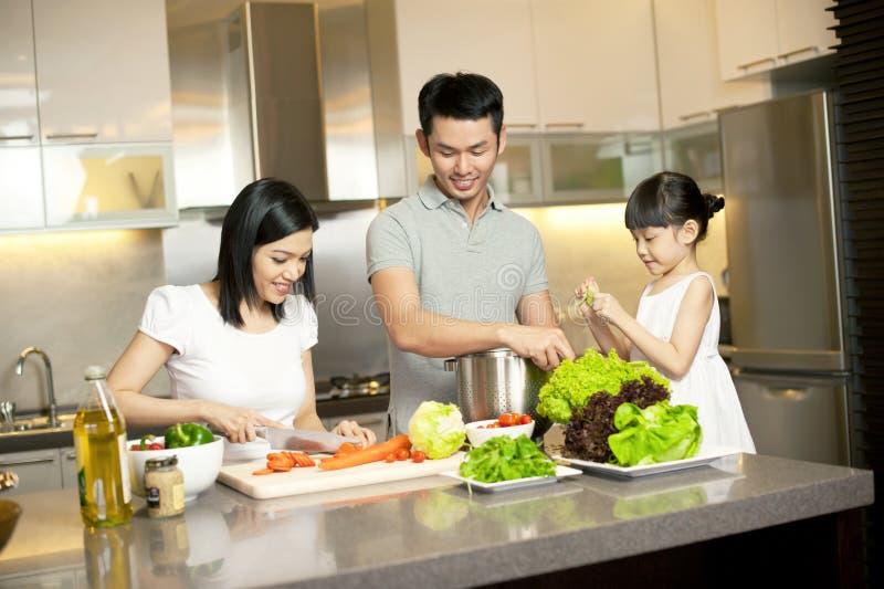 Estilo de vida asiático da família imagem de stock