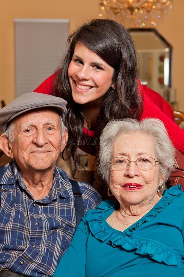 Estilo de vida da neta e dos Grandparents imagens de stock royalty free