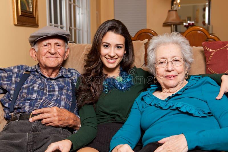 Estilo de vida da neta e dos Grandparents fotos de stock