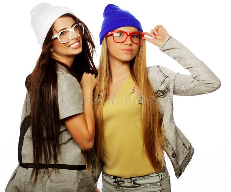 Estilo de vida e conceito dos povos: Dois amigos de moça que estão a imagem de stock