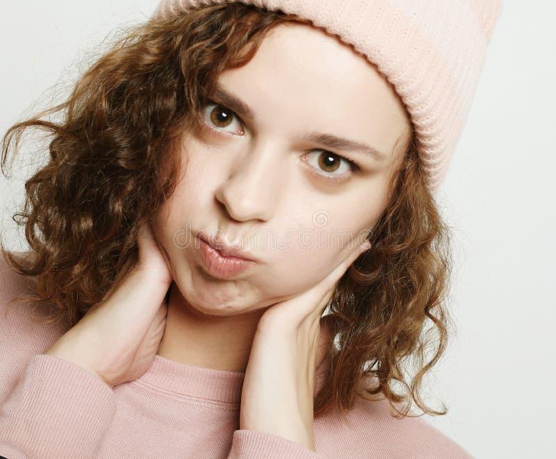 Estilo de vida e conceito dos povos: Menina bonito nova do moderno foto de stock royalty free