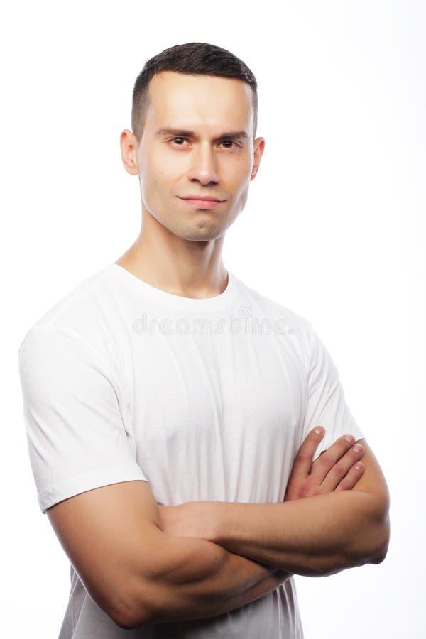 Estilo de vida e conceito dos povos: t-shir branco vestindo do homem considerável fotografia de stock royalty free