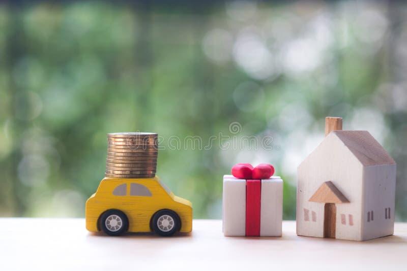 Estilo de vida luxuoso com dinheiro, carro e casa fotografia de stock