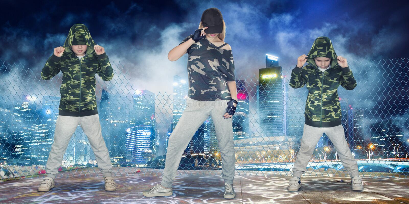 Estilo de vida urbano Gera??o do hip-hop Hip-hop da dan?a da m?e e dos dois filhos imagem de stock royalty free