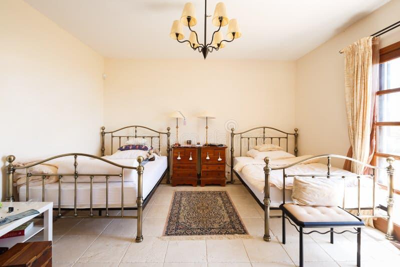 Estilo del español del dormitorio foto de archivo libre de regalías