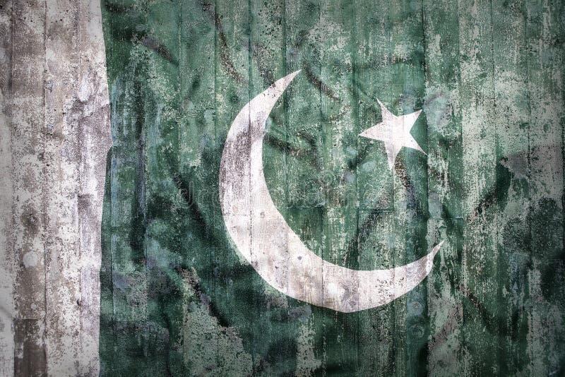 Estilo do Grunge da bandeira de Paquistão em uma parede de tijolo imagens de stock